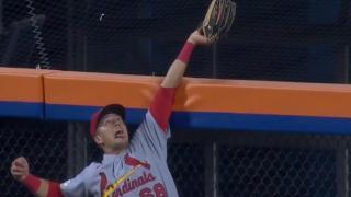 Lars Nootbaar robs Pete Alonso of a home run